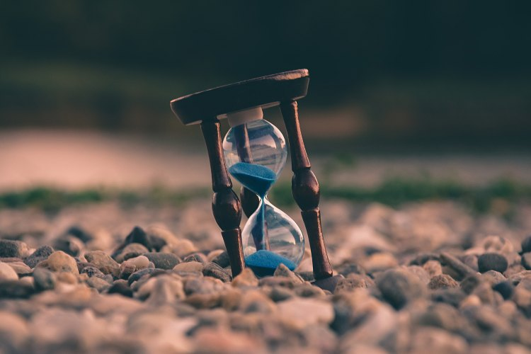 Sand Timer - Photo by Aron Visuals on Unsplash